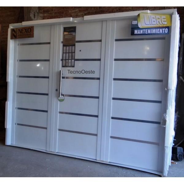 Porton garage nexo inyectado blanco apliques acero inoxidable - Porton de garaje ...