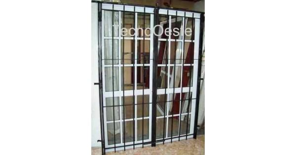 Puerta ventana balcon 150x200 repartido con puerta reja for Puerta balcon pvc