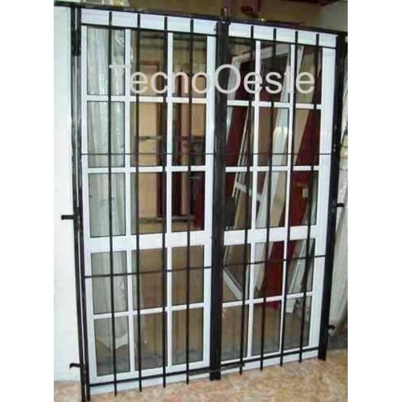 Puerta ventana balcon 150x200 repartido con puerta reja for Puerta balcon