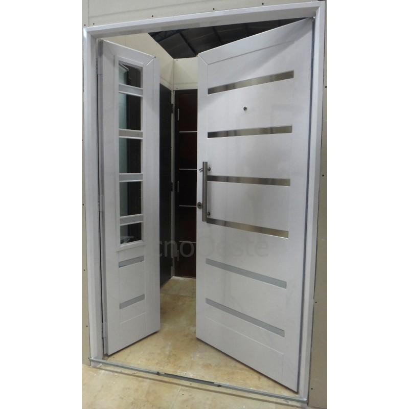 Puerta y media blanca verona con lateral de abrir y postigo for Puertas de chapa para exterior