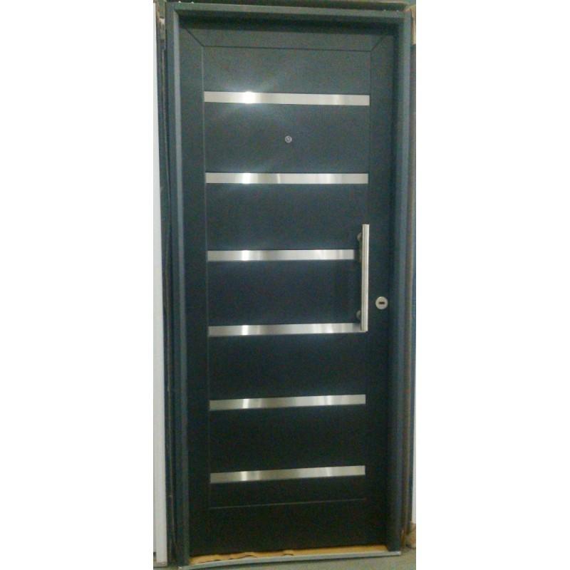 Puerta inyectada pavir pesada negra con apliques acero for Puertas de chapa para exterior