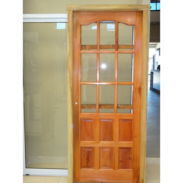 Puerta 1 2 vidrio repartido cedro nacional c base barniz for Puertas de madera con vidrio para interior