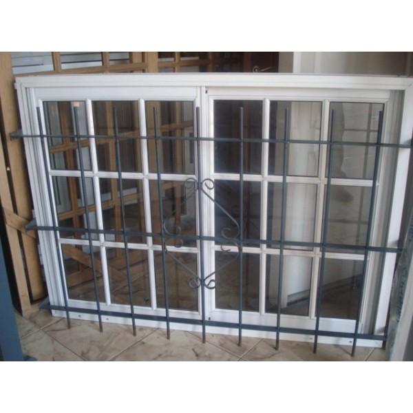 Ventana aluminio blanco vidrio repartido 150x110 con for Ver ventanas de aluminio blanco